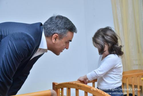 Որևէ մեկը չի կարող վերացնել Արցախում երջանիկ ապրելու երեխայի իրավունքը․ Երեխաների համաշխարհային օրվա կապակցությամբ Պաշտպանն այցելել է «ՍՕՍ մանկական գյուղեր» հայկական բարեգործական հիմնադրամ