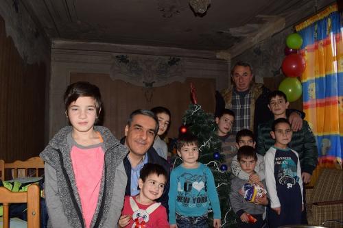 Արման Թաթոյանը Գյումրիում այցելել է մանկատներից տուն վերադարձած ընտանիքների